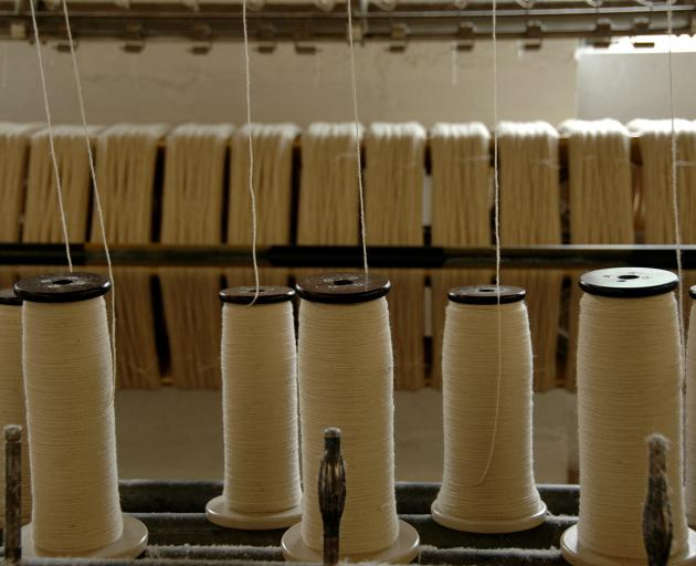 The process to make 1kg of cotton fabric uses 3000L of water and 1kg of chemicals and produces...