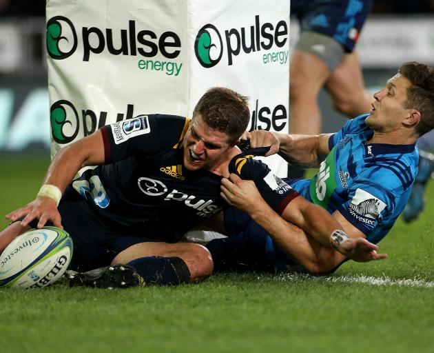 Teihorangi Walden score a try in the tackle of Matt Duffie. Photo: Getty Images