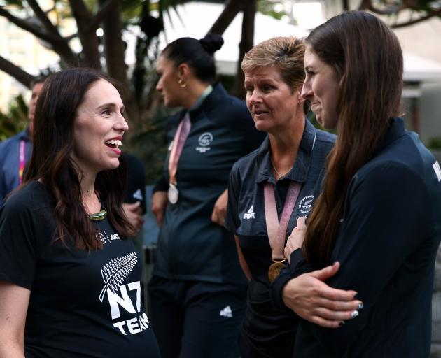 Prime Minister Jacinda Ardern (left) with medallists Jo Edwards (bowls) and Eliza McCartney (pole...