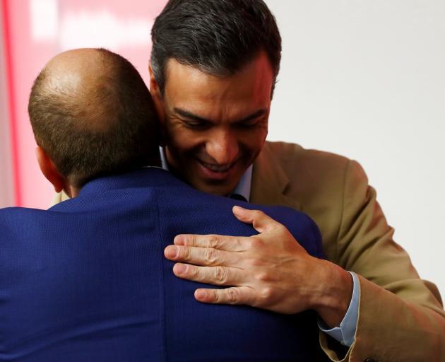 西班牙代总理佩德罗·桑切斯对民意调查的胜利表示祝贺。照片:...