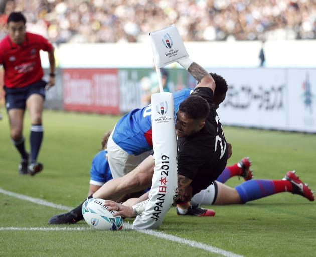 TJ Perenara scores a stunning try for the All Blacks. Photo: Reuters