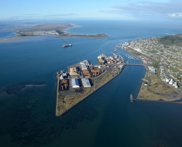 South Port at Bluff. The Tiwai Point aluminium shelter is in the background. Photo: supplied