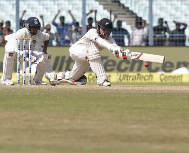 India dismiss New Zealand for 204, lead by 112 in Kolkata