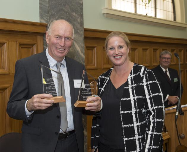 Mahu Whenua manager Russell Hamilton and Associate Minister for Primary Industries Louise Upston at Tuesday's Walking Access Champion awards ceremony. Photo by Lindsay Keats.