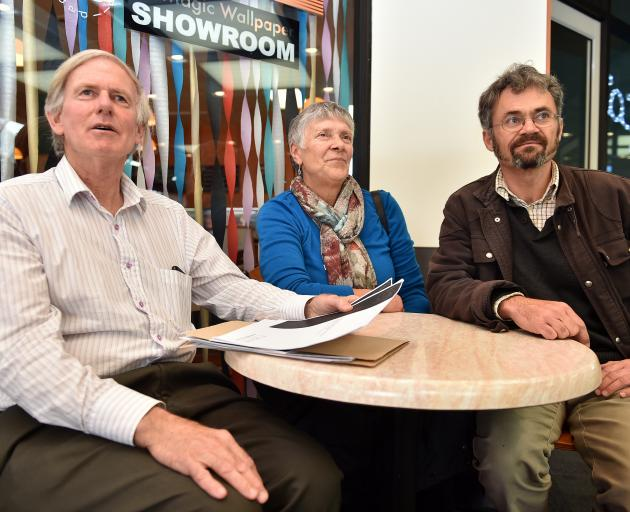 Archives and Records Association of New Zealand Otago-Southland branch committee member Peter Miller (left), committee chairwoman Gwen Anderson and committee member Dr Peter Petchey. Photo by Gregor Richardson.