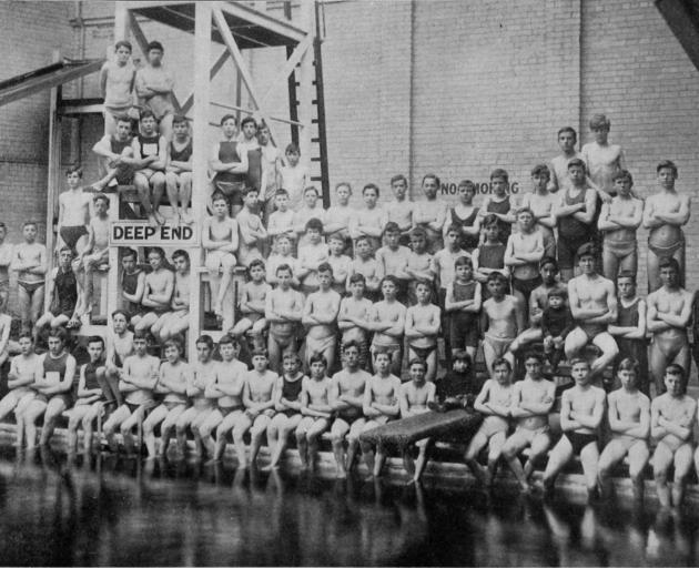 The Technical School swimming class at the Dunedin Municipal Baths. - Otago Witness, 12.9.1917.