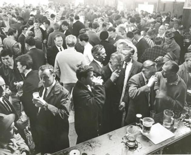 A New Zealand pub before the end of six o'clock closing 50 years ago today. Photo: nzhistory.govt.nz