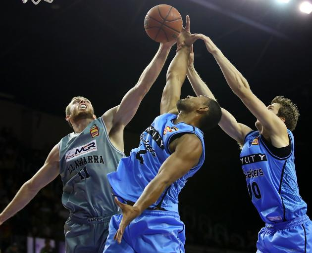 Nicholas Kay of the Hawks compete for the ball with Mika Vukona and Tom Abercrombie of the Breakers. Photo: Getty Images