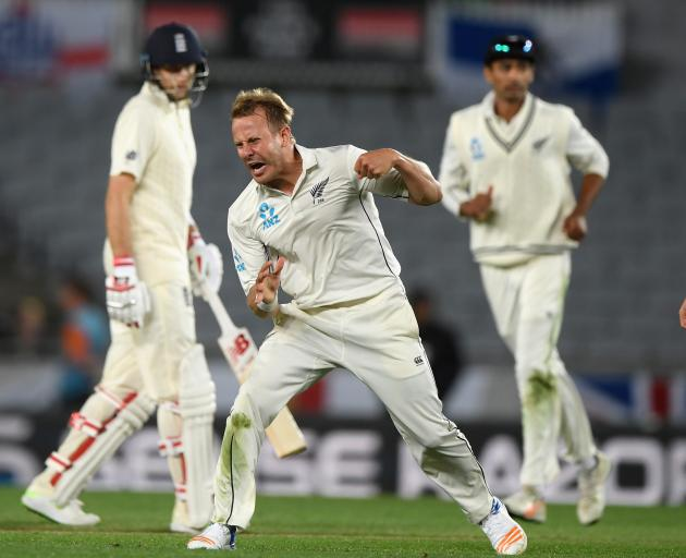 Williamson hails 'perfect storm' as New Zealand overcome England & rain