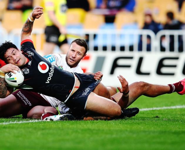 Warriors hooker Issac Luke scores against Manly last year. Photo: Getty Images