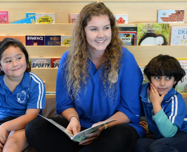 University of Otago student and Reading Oasis volunteer Grace Dalton reads aloud to Carisbrook...