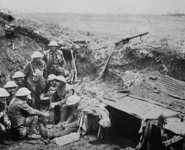 Soliders manning a New Zealand machine gun position on the Somme. - Otago Witness, 10.7.1918