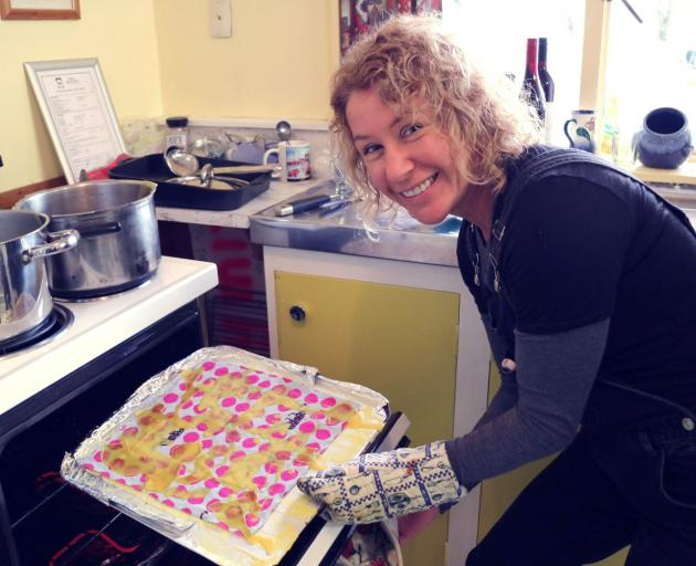Carolyn McFarland, from Plastic Bag Free Wanaka, makes beeswax wraps using the oven tray method....