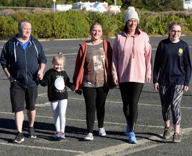 Terminal bowel cancer patient Toni Adie-Kinraid (centre) with (from left) husband Shaun Adie-Kinraid, daughter Ruby Adie-Kinraid (5), sister Michelle Abernethy and daughter Anashai Kinraid (17). Mrs Abernethy and Anashai are walking the Dunedin Half Marat