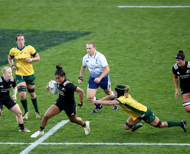 Alena Saili of the Black Ferns makes a break. Photo: Getty Images