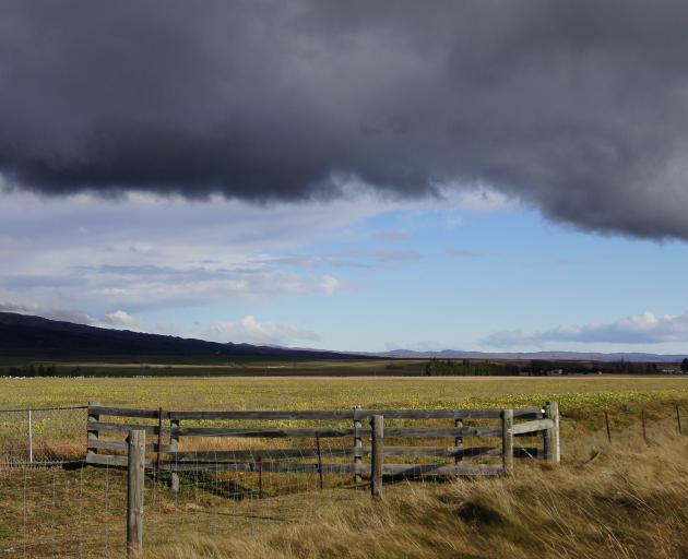 Winter storm clouds building over the Ida Valley on June 24. Photo: John Whitaker