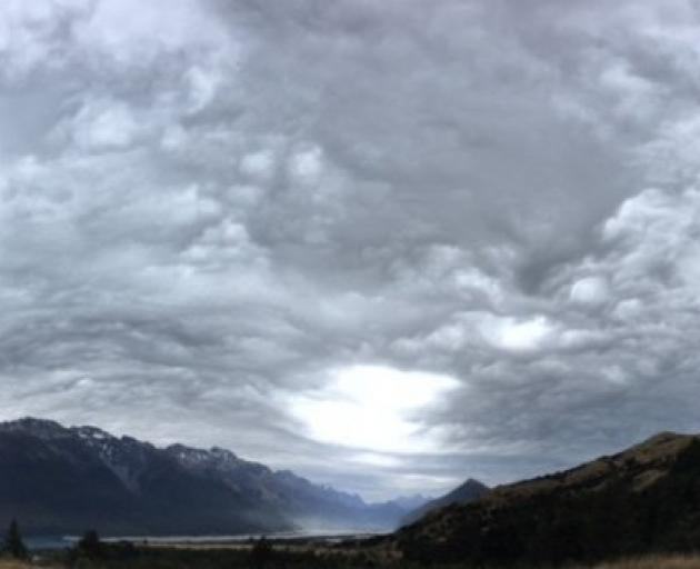 Nor'westers always bring the most incredible skyscapes, mainly due to the strength of the winds and the turbulence on crossing the mountains. This dramatic display at the head of Lake Wakatipu on January 7 perfectly illustrates that atmospheric turmoil. P