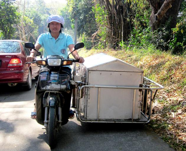 Meals on wheels Thai-style.