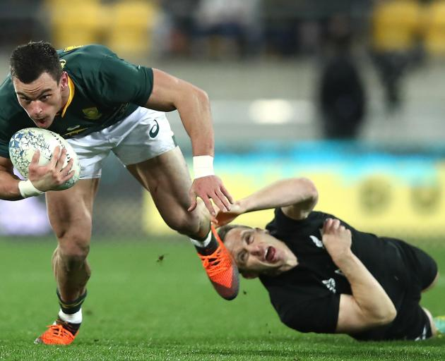 Ben Smith stretches to try and stop Jesse Kriel. Photo: Getty Images