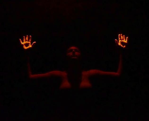 Leah Carrell在Dark Matter中跳舞。照片:提供