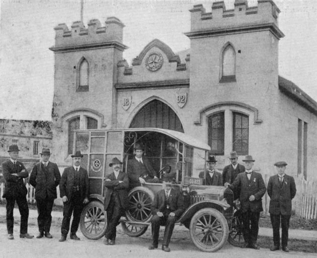The North Otago motor ambulance with some members of the Oamaru St John's Ambulance Association in front of the Ambulance Hall. - Otago Witness, 11.9.1918.
