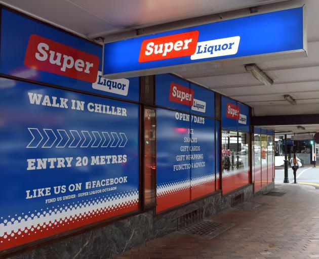 Super Liquor, in  Princes St, was robbed in broad daylight by a scissor-wielding man who tried to...