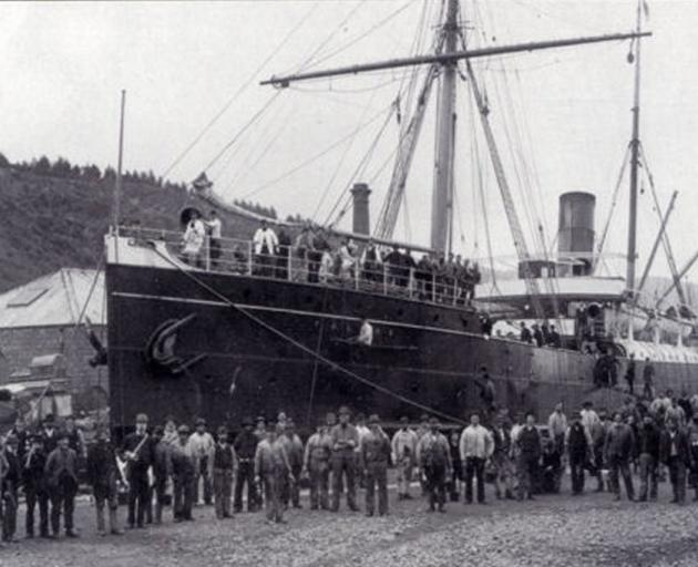 The SS Talune, photographed in Port Chalmers in the 1890s. In 1918, it would bring the influenza pandemic to Western Samoa. Photo: Wikimedia Commons