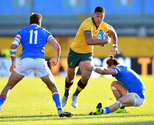 Israel Folau of Australia takes on Mattia Bellini (left) and Tommaso Benvenuti of Italy during the international friendly between Italy and Australia. Photo: Getty Images
