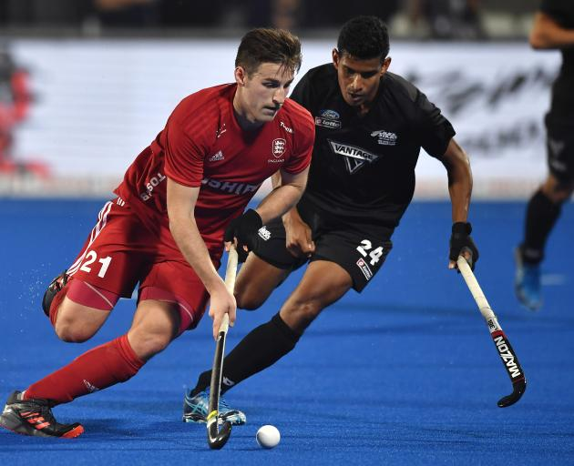 England forward Liam Ansell (left) is shadowed by New Zealand midfielder Arun Panchia during their FIH World Cup cross-over match in Bhubaneswar, India, yesterday. Photo: getty Images