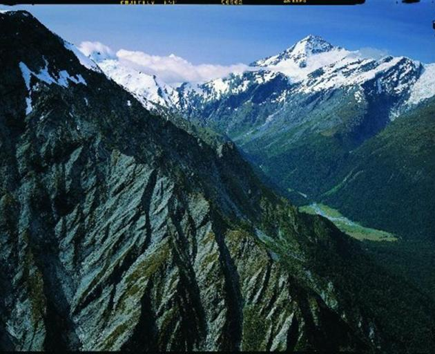 Mt Aspiring seen from Cascade Saddle. Photo by Rob Brown.
