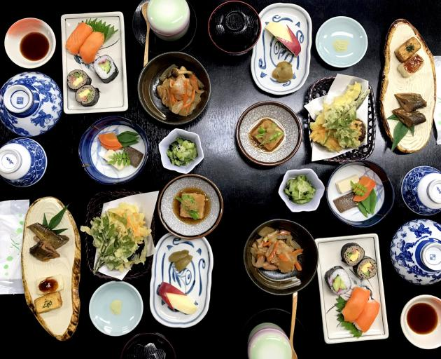 在Tajimaya享用晚餐。