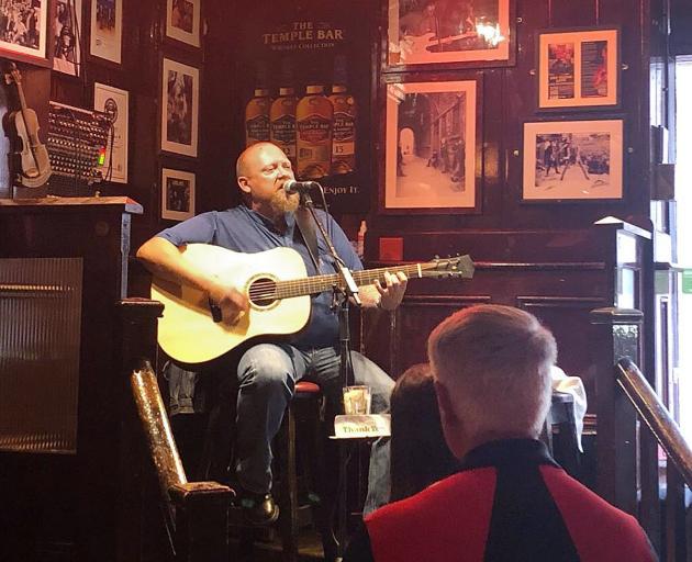 在圣殿酒吧的传统爱尔兰音乐。照片:Sarah Vilela da Silva
