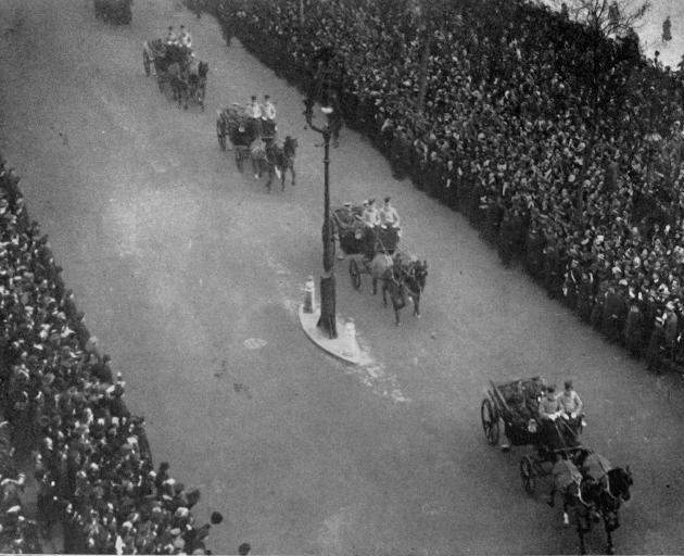 The homecoming of the British generals. A general view of the scene in London during the drive to...