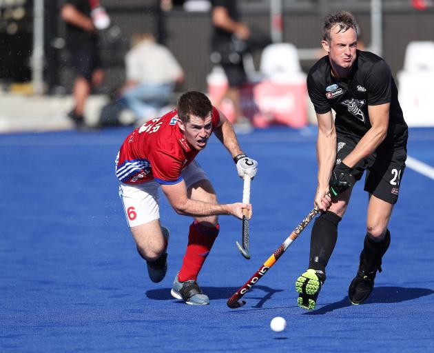 Henry Weir (L) of Great Britain battles with Hugo Inglis (R) of New Zealand during New Zealand's...
