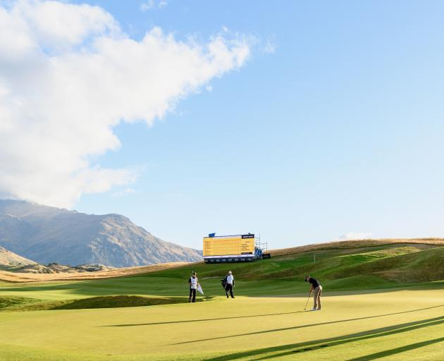 3-way tie for lead after New Zealand Open's 1st round
