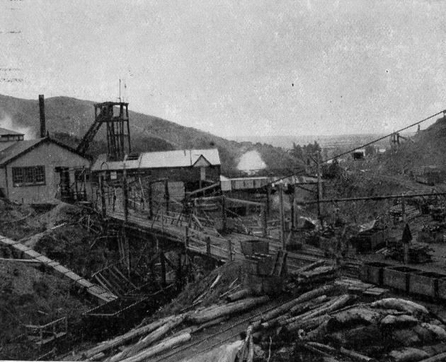 Kaitangata Coal Mine, November 15, 1905, 26 years after a tragic explosion that killed 34 men and boys working at the site. Photo: Otago Images/Otago Daily Times