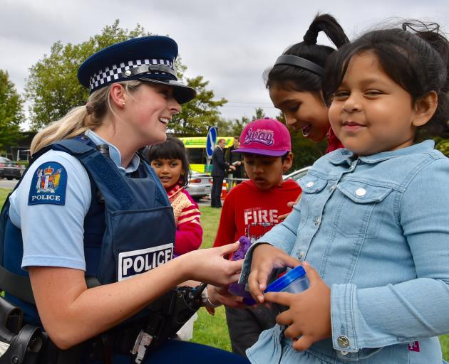 Const Sarah Brodie, of the Auckland Central Station, plays with (from left) Medha Nasrat Jahan (4), Suvo Rahman (4), Hafcha Akther (7) and Roha Rahman (3) in Hagley Park yesterday afternoon.