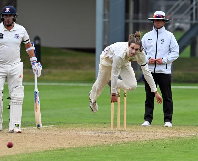 Otago fast bowler Warren Barnes sends down a delivery during a Plunket Shield match against Auckland at the University of Otago Oval yesterday. Watching are umpire Shaun Haig and Aces batsman Matt McEwan. Photo: Linda Robertson
