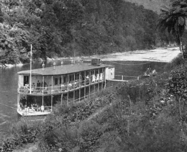 A houseboat on the Wanganui River. - Otago Witness, 12.3.1919.