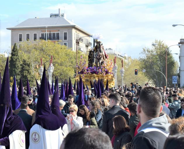 La Esperanza de Triana returning across the bridge to its church.