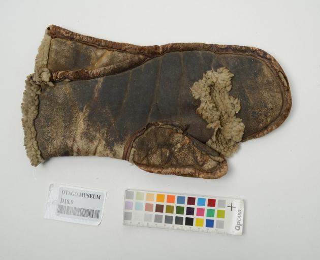 Steersman's glove. Photo: Otago Museum