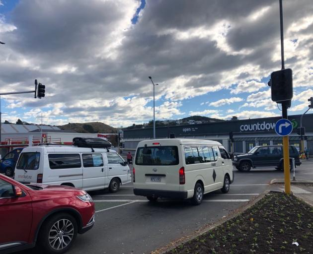 Oamaru motorists navigate a busy intersection with no traffic lights, due to the power outage. Photo: Rebecca Ryan