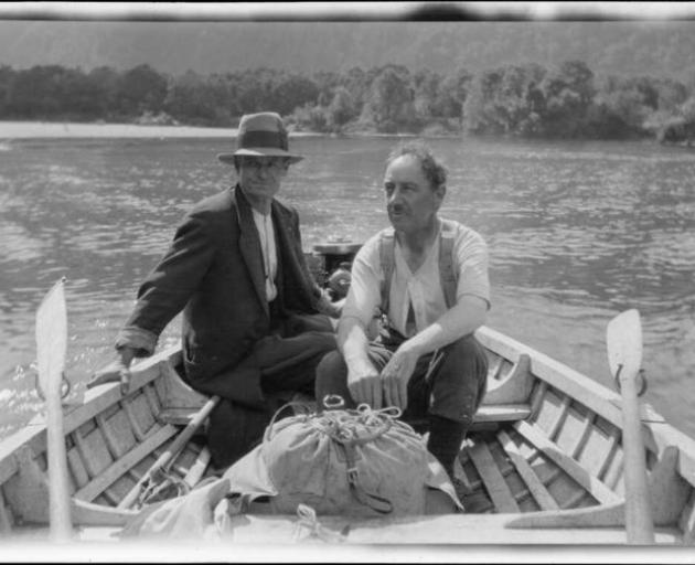 In the 1890s, Southland men rolled all their Rs. Over time they have changed to only rolling Rs after a vowel. Archive photo of two men in a rowboat, taken 1922. Photo: Alexander Turnbull Library
