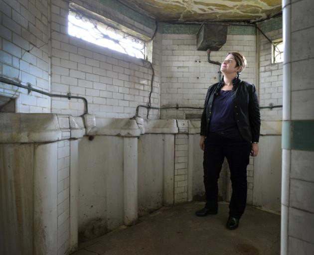 Dunedin City Council digital archivist and ''Loo Lady'' Alison Breese explores the Manor Pl...