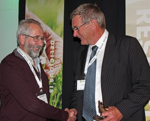 Geoff Asher receives the deer industry award from Deer Industry New Zealand chairman Ian Walker....