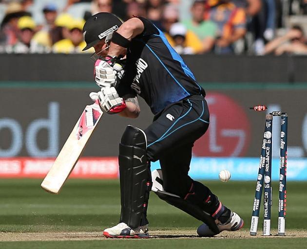 Brendon McCullum在2015年ICC板球世界杯期间被澳大利亚的Mitchell Starc击败......