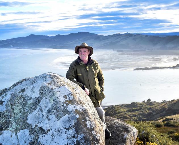 奥塔哥半岛(Otago Peninsula)旅游运营商佩里·里德(Perry Reid)正面对新的邮轮宣传视频......