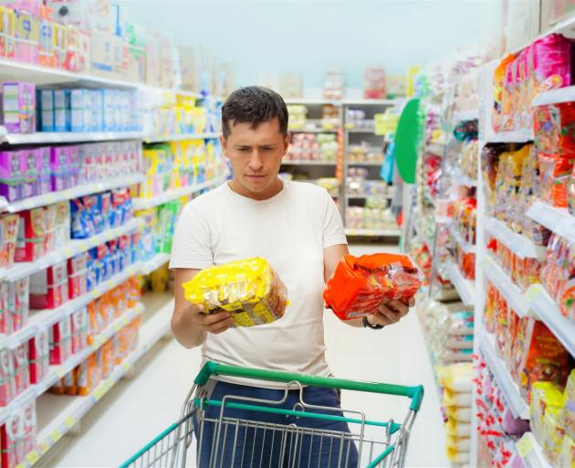 Most consumers are unaware that the Health Star Rating system is compensatory, and that one negative nutritional attribute, such as high sugar, can be cancelled out by a positive attribute like fibre. Photo: Getty Images