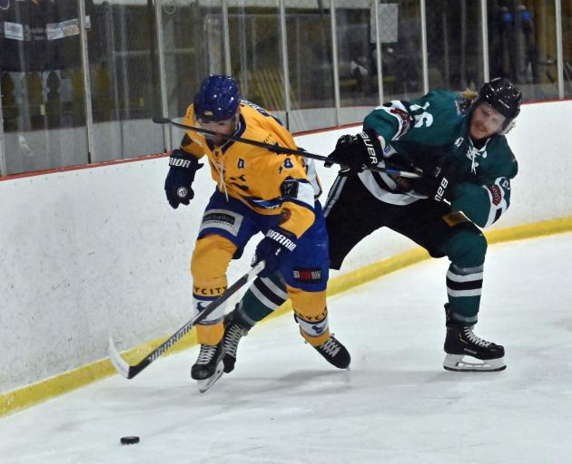The Stampede's Mitch Frear (front) tussles with the Dunedin Thunder's Paris Heyd for the puck...