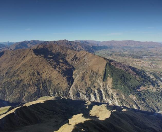 Mount Dewar, near Queenstown, Photo: Mountain Scene